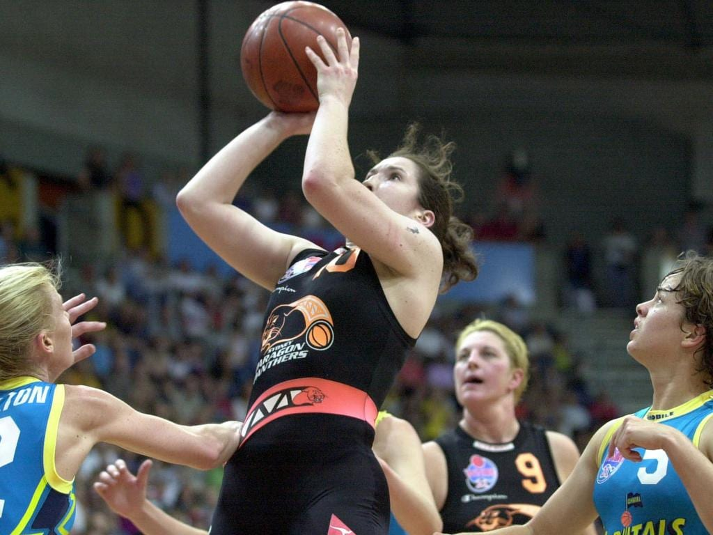Belinda Snell shooting for the Sydney Panthers in the 2001 WNBL grand final … and look who's in the background watching on! Picture: Michael Jones