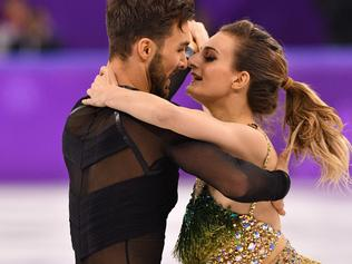 France's Gabriella Papadakis and France's Guillaume Cizeron compete in the ice dance short dance of the figure skating event during the Pyeongchang 2018 Winter Olympic Games at the Gangneung Ice Arena in Gangneung on February 19, 2018. / AFP PHOTO / Mladen ANTONOV