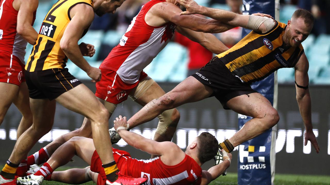 Tom Papley clashed with Tom Mitchell on Saturday. Photo: Ryan Pierse/AFL Photos/via Getty Images.