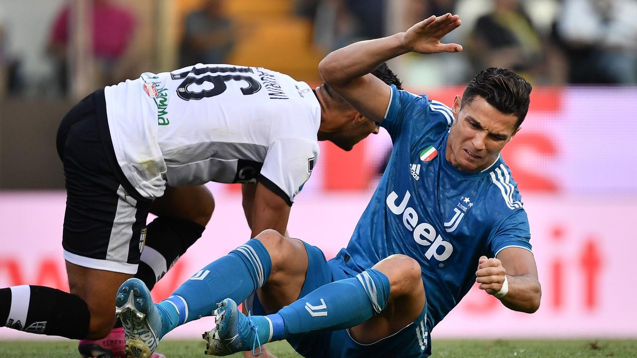 Juventus' Portuguese forward Cristiano Ronaldo (R) endured a frustrating opening game. (Photo by Marco Bertorello / AFP)