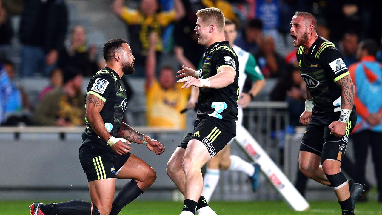 Matt Proctor sealed the Hurricanes' win over the Blues in style scoring his side's fifth try.