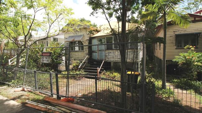 The area is very popular with families because of proximity to both Brisbane State High School and the University of Queensland.