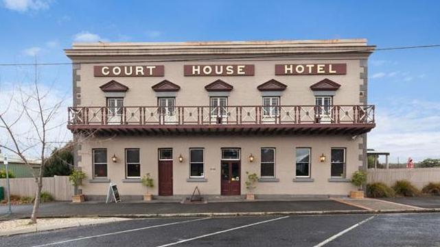 Buyers can snare the Court House Hotel in Smythesdale.
