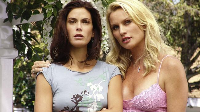Teri Hatcher and Nicollette Sheridan in Desperate Housewives.