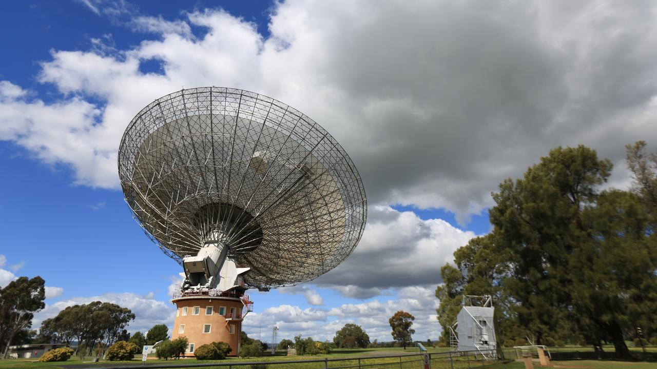 The 64m-wide radio telescope at Parkes, NSW.