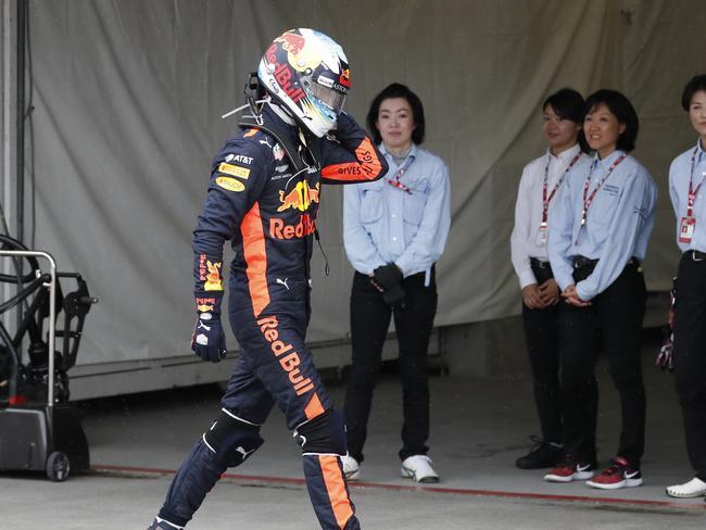 Daniel Ricciardo storms off after his car gave up.