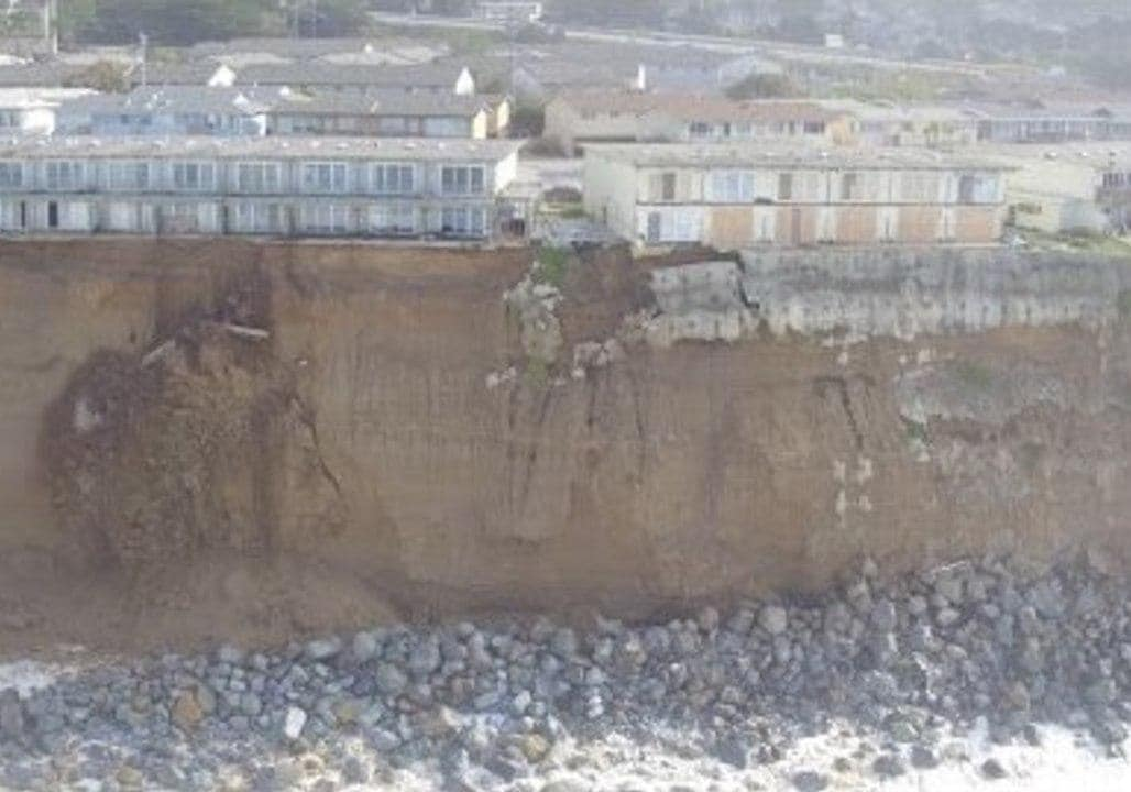 US CA: Drone Footage Reveals Erosion on Pacifica Coast January 23
